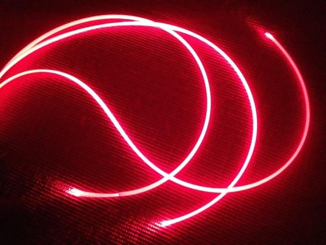 La fabrication des fibres optiques et l'installation de câbles de communication sous la mer